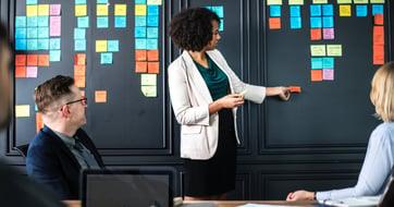 Marketing interne VS marketing d'agence : 8 facteurs clés